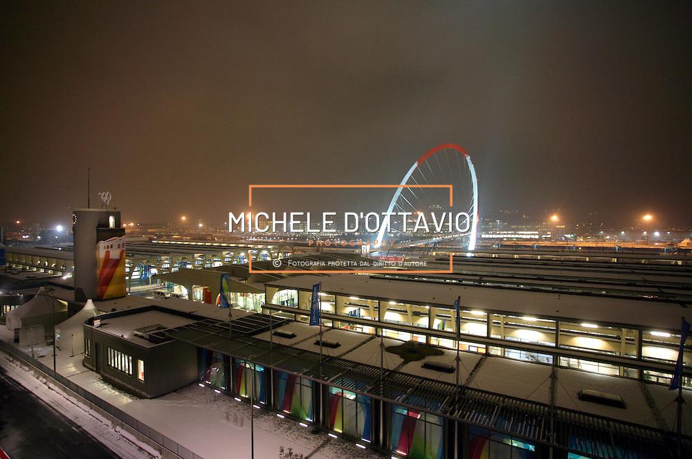 Torino ha ospitato i XX Giochi Olimpici Invernali 10-26 Febbraio 2006  .nella foto olimpic Village.Arco Olimpico