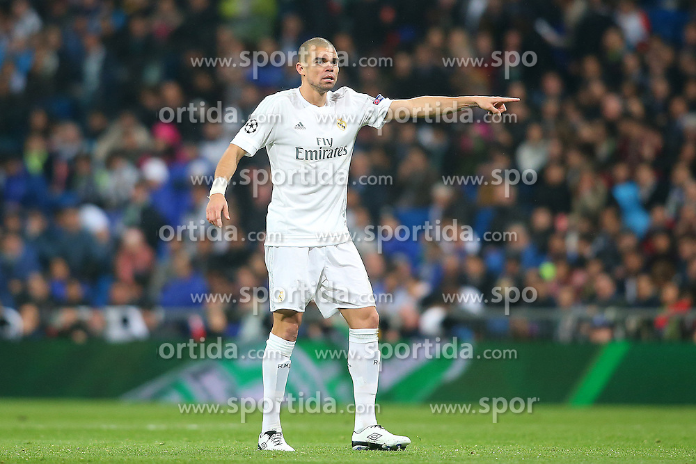 12.04.2016, Estadio Santiago Bernabeu, Madrid, ESP, UEFA CL, Real Madrid vs VfL Wolfsburg, Viertelfinale, Rueckspiel, im Bild Real Madrid's Pepe // during the UEFA Champions League Quaterfinal, 2nd Leg match between Real Madrid and VfL Wolfsburg at the Estadio Santiago Bernabeu in Madrid, Spain on 2016/04/12. EXPA Pictures &copy; 2016, PhotoCredit: EXPA/ Alterphotos/ Acero<br /> <br /> *****ATTENTION - OUT of ESP, SUI*****