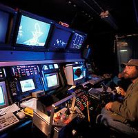 USA, Crew operates remote sub 8000' deep from R/V Thomas G. Thompson in North Pacific Ocean off Washington coast