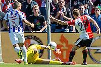 ROTTERDAM - Feyenoord - SC Heerenveen , Stadiond de Kuip , Voetbal , Eredivisie Play-offs Europees voetbal, seizoen 2014/2105 , 24-05-2015 , kans van Feyenoord speler Jens Toornstra (r) maar stuit tegen SC Heerenveen keeper Kristoffer Nordfeldt (l)