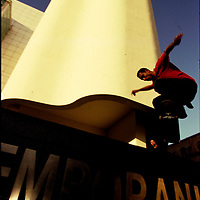 ©Stefano Meluni.20-12-2004 Barcelona Spain.City overview of Barcelona.nella foto: Skater jump in front of MACBA