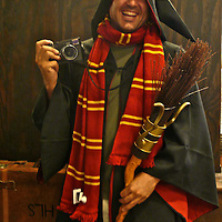 Spanish photographer dressed as Harry Potter. Universal.