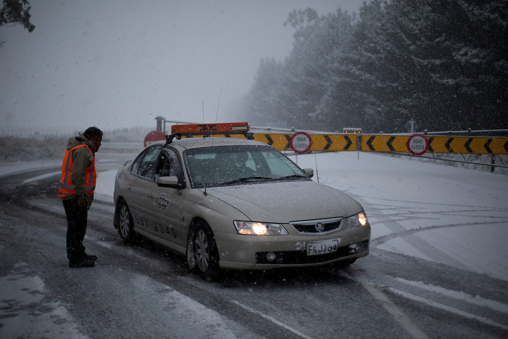 Snow closed SH1 at Waiouru, New Zealand, Tuesday, May 28, 2013. Credit: SNPA / John Cowpland
