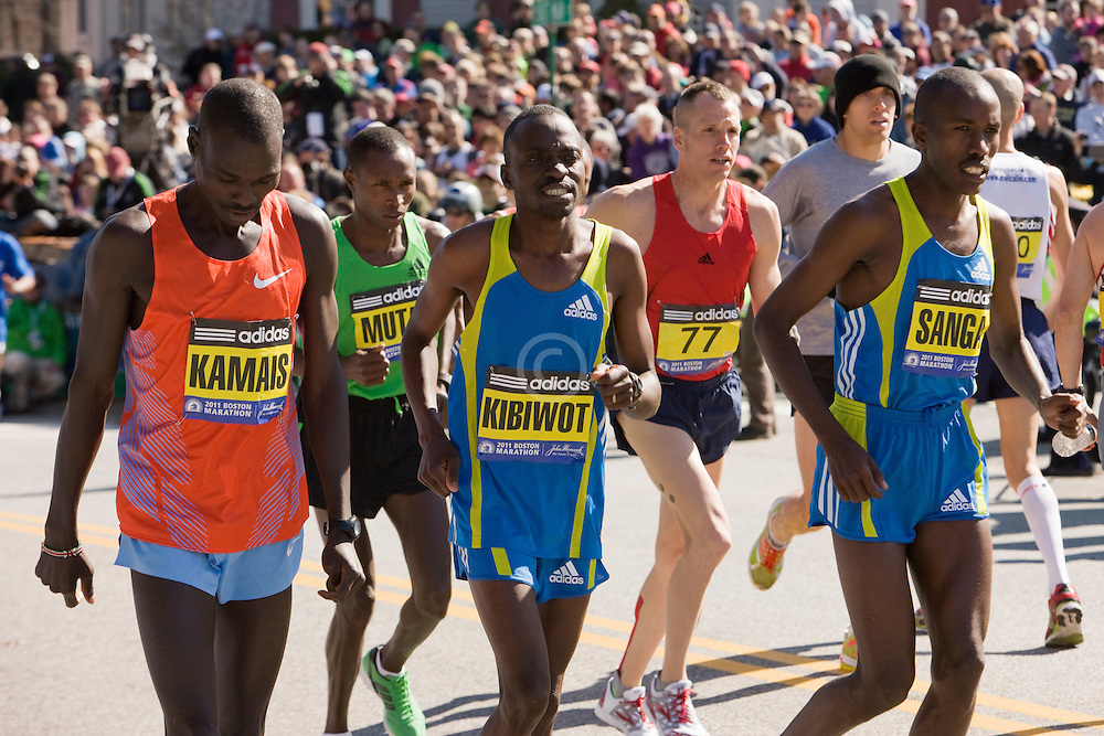 elite men runners warm up