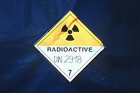 24.04.1995, Germany/Niedersachsen/Gorleben:<br /> Gefahrenkennzeichen &quot;Radioactive&quot; auf Abdeckplane des CASTOR, Castor Transport zum Zwischenlager Gorleben<br /> IMAGE: 19950424-01/09-23<br /> KEYWORDS: Atom, Atomm&uuml;ll, Kernenergie, atomic energy, nuclear energy,  Schild, sign, Logo