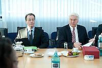 05 JAN 2009, BERLIN/GERMANY:<br /> Franz Muentefering (L), SPD Parteivorsitzender, Frank-Walter Steinmeier (R), SPD, Bundesaussenminister, vor Beginn der Sitzung der SPD -Koordinierungsrunde-Bund-Laender-Komunen, Willy-Brandt-Haus<br /> IMAGE: 20090105-01-013<br /> KEYWORDS: Franz M&uuml;ntefering