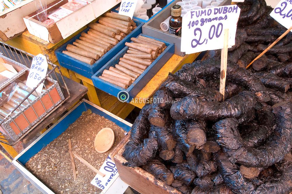 Fumo de corda em uma banca do mercado das Sete Portas, Salvador, Bahia/ Twisted tobacco at a market-stall in Sete Portas Market, Salvador, Bahia, Brazil