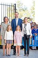 PALMA DE MALLORCA -, Queen Sofia, Prince Felipe, Princess Letizia, Princess Leonor, Princess Sofia attend the eastern mass at the cathedral in Palma de Mallorca, 5 April 2015. COPYRIGHT ROBIN UTRECHT<br /> eastern mass mis pasen paas spaanse spain spanje palma de mallorca princess prinses leonor sofia king koning juan carlos koningin queen sofia princess prinses letizia elena prince prins felipe