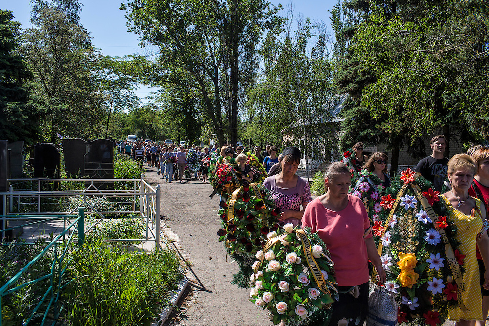 HORLIVKA, UKRAINE - MAY 24: Friends and relatives arrive at the cemetery for the funeral of Aleksandr Politov, a pro-Russia militia fighter who was killed when his group attacked a Ukrainian military checkpoint two days earlier in the village of Blahodatne, on May 24, 2014 in Horlivka, Ukraine. Presidential elections are scheduled for tomorrow, but pro-Russia militias have been seeking to prevent them from being administered throughout the eastern part of the country. (Photo by Brendan Hoffman/Getty Images) *** Local Caption ***