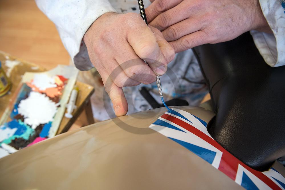 29/11/16 - BRIOUDE - HAUTE LOIRE - FRANCE - Christophe JEAN peintre decorateur specialise dans la restauration et l habillage des vehicules anciens - Photo Jerome CHABANNE