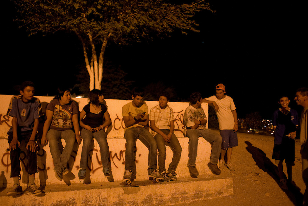 """Friends hang out in the Diaz Ordaz colonia, some of which are members of the """"Noveno"""" gang in Ciudad Juarez, Chihuahua on May 12, 2010."""