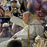 (07/25/02-Toronto,Ontario)  Pope's arrival....His entrance to Exhibition Place .....(072502churchmg-photo by Mark Garfinkel