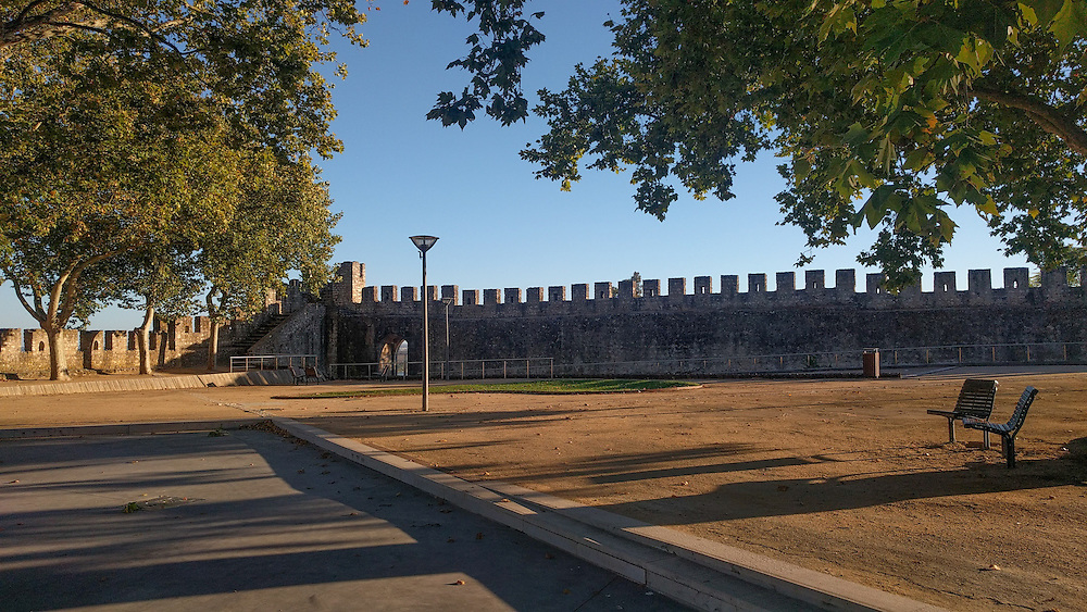 Jardim das Portas do Sol. The Castle of Santarém was a very privileged place in strategic-defensive terms, with easy access to the river and surrounded by fertile soils for agriculture.