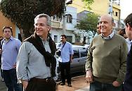 Andrea Matarazzo e José Serra participam de caminhada pela rua da Mooca.