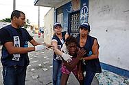 Jacarézinho favela area, North Zone of Rio de Janeiro. Military police and social workers of the City looking for crack users in the early morning to take them to a selection center. Minors will be directed to detention rehab centers. A young woman resisted sucessfully escaping from the raid of social workers.//// Favela Jacarézinho, Zona Norte de Rio. La police militaire et les assistants sociaux de la Mairie recherchent les usagers de crack au petit matin, pour les emmener dans un centre de tri. Les mineurs seront dirigés vers des centres fermés. Cette jeune femme résiste aux assistants sociaux, et parviendra à échapper à la rafle.