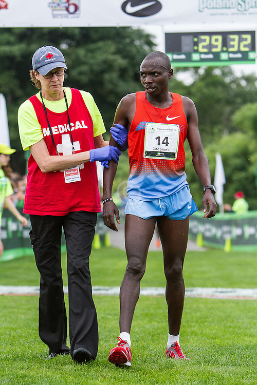 Beach to Beacon 10K: Stephen Kibet gets medical assistance off course after finishing