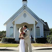 Wedding Photo bride and groom kiss