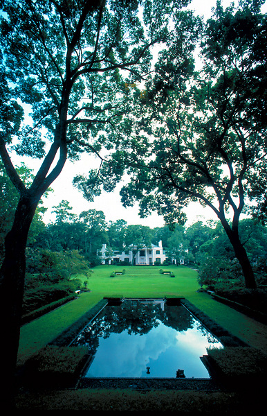 Garden and reflecting pool at bayou bend park in houston for Garden reflecting pool