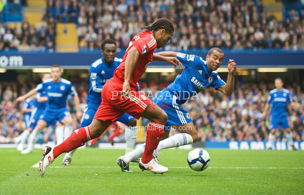 LONDON, ENGLAND - Sunday, October 4, 2009: Liverpool's Glen Johnson and Chelsea's Ashley Cole during the Premiership match at Stamford Bridge. (Pic by David Rawcliffe/Propaganda)