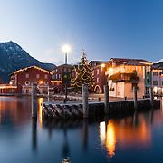 Torbole sul Garda durante le feste di Natale diventa un incanto con le sue luminarie e i suoi tramonti