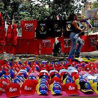 VENEZUELAN POLITICS / POLITICA EN VENEZUELA<br /> Seller of shirts and caps of political slogans / Vendedor de camisas y gorras de consignas politicas<br /> Caracas - Venezuela 2007<br /> (Copyright &copy; Aaron Sosa)