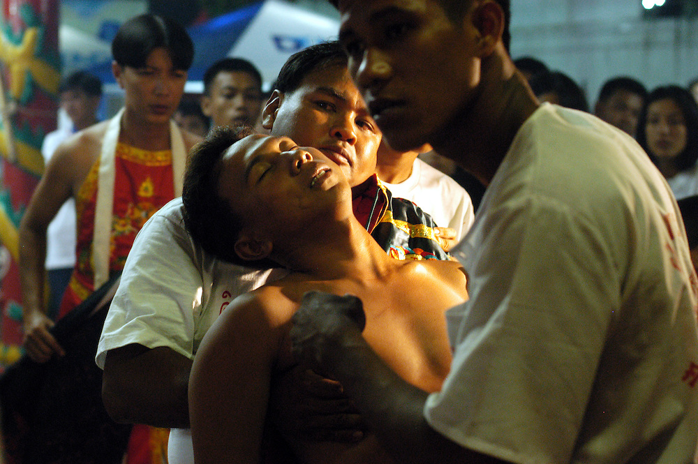 Phuket Vegetarian Festival Thailand October 2003..©David Dare Parker/AsiaWorks Photography
