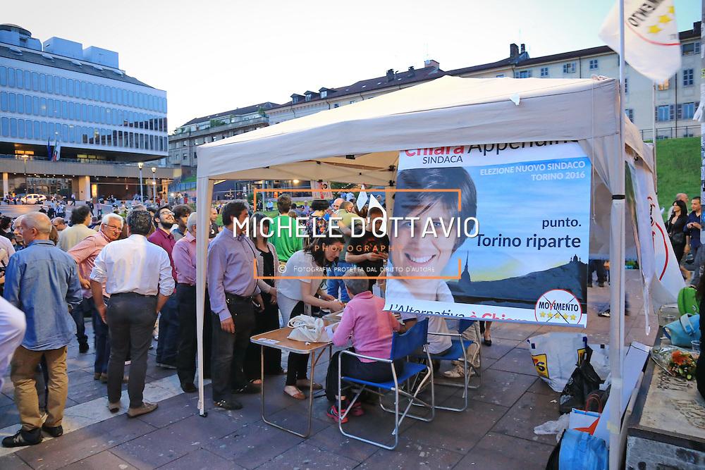 Torino 12 giugno 2016: gazebo del Movimento 5 Stelle in occasione della <br /> festa di compleanno nel centro di Torino per Chiara Appendino,