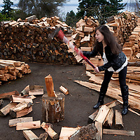 PE00129-00...WASHINGTON - Ruth Spring splitting wood. (MR #S12)