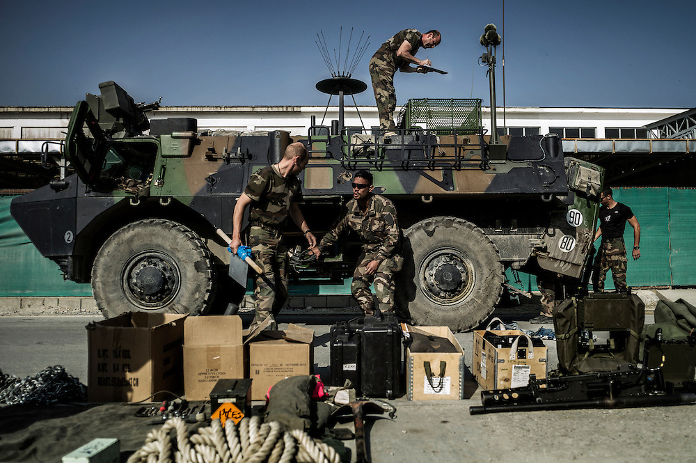 16th BC French unit soldiers unload their vehicles before they go back to France, as part of French disengagement, on September 23, 2012  in Warehouse base in Kabul. They will spend a week disassembling their weapons, cleanning their tanks and preparing their departure for France. AFP PHOTO / JEFF PACHOUD
