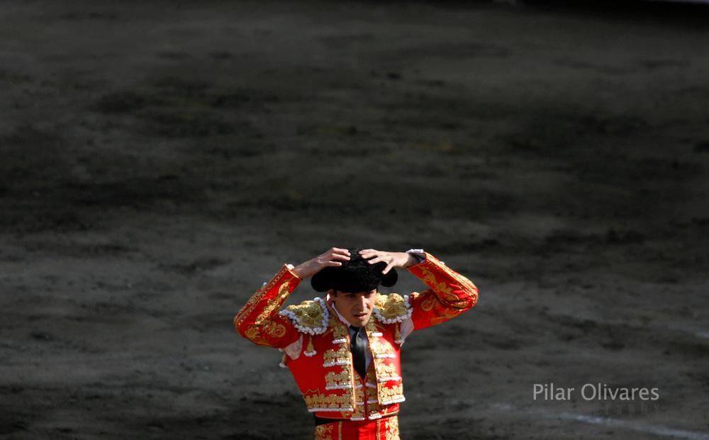 Spanish bullfighter Miguel Angel Perera adjusts his montera before a bullfight at the Plaza de Acho bullring in Lima November 11, 2007.