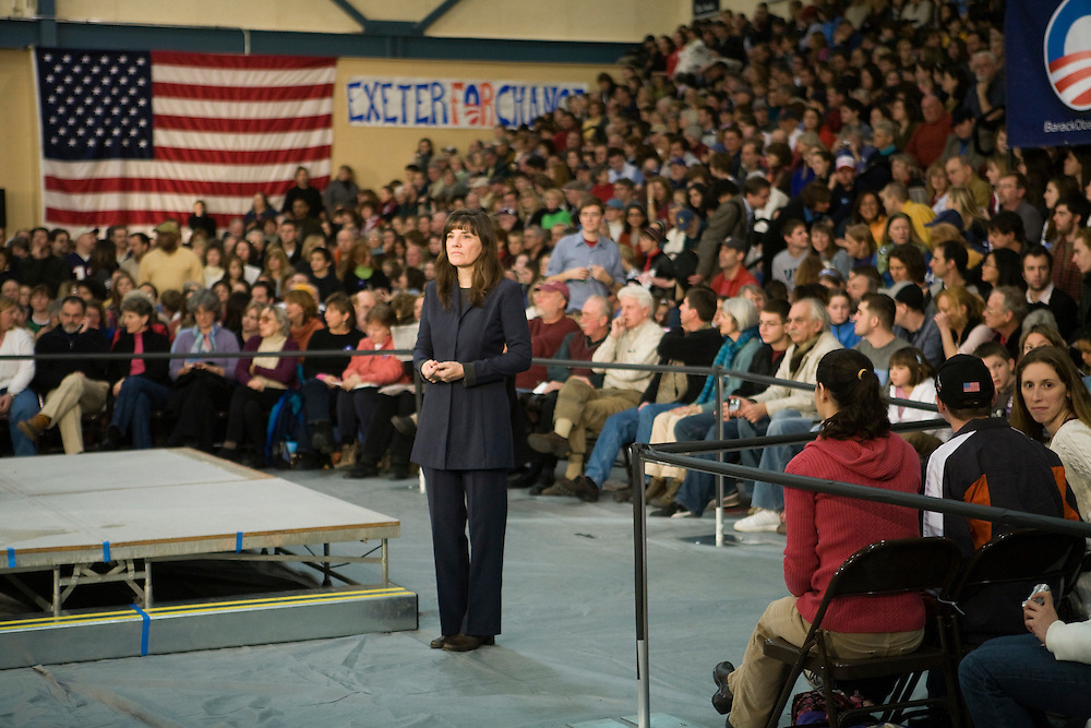 A sign language interpreter waits for Sen. Barack Obama (D-IL) at a campaign rally in Exeter, N.H., on Sunday, Jan. 6, 2008.