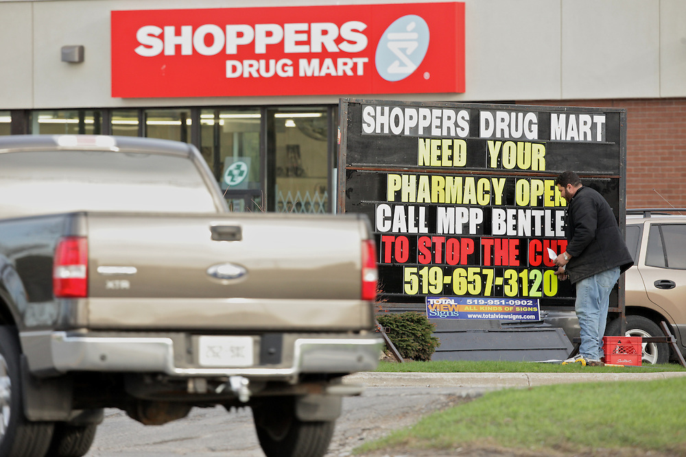 London, Ontario ---10-04-13--- A new sign is installed in front of a Shoppers Drug Mart in the West end of London, Ontario challenging  the decision by the Ontario government to eliminate funding from drug companies to drug stores.<br /> GEOFF ROBINS The Globe and Mail