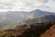 Landscape of the forest mountains of Malinaltepec, southern state of Guerrero, where the Community Police was born in 1996 / Vista del paisaje montañoso de bosque en Malinaltepec, estado de Guerrero, donde nació la Policía Comunitaria en el año de 1996. (Photo: Prometeo Lucero)