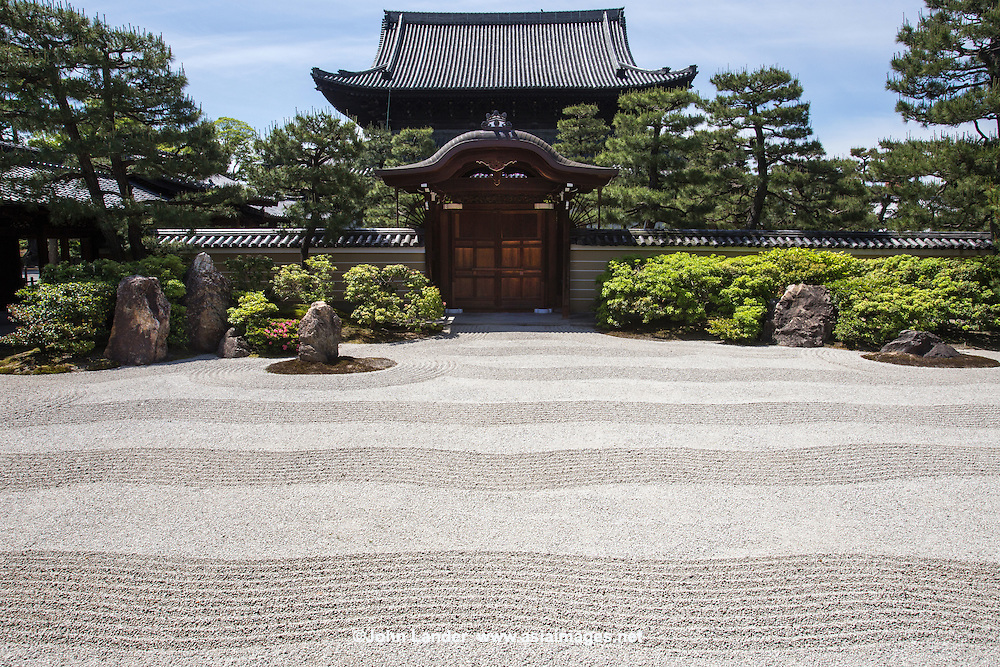 """The large rock garden at the main temple hall, the Hondo is of type meaning """"dry mountains and water"""" style. Inside the hondo  itself are many painted sliding doors from renowned artist Hashimoto Kansetsu."""