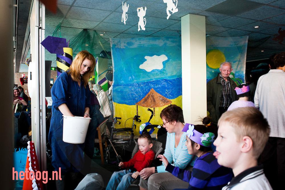 """hetOOG Waar: Zorgcentrum 't Bouwhuis Wat: ROC pedagogisch werk - afstudeerproject """"lentekriebels"""" Wanneer: woensdag 31 maart 2010 11:24 uur"""