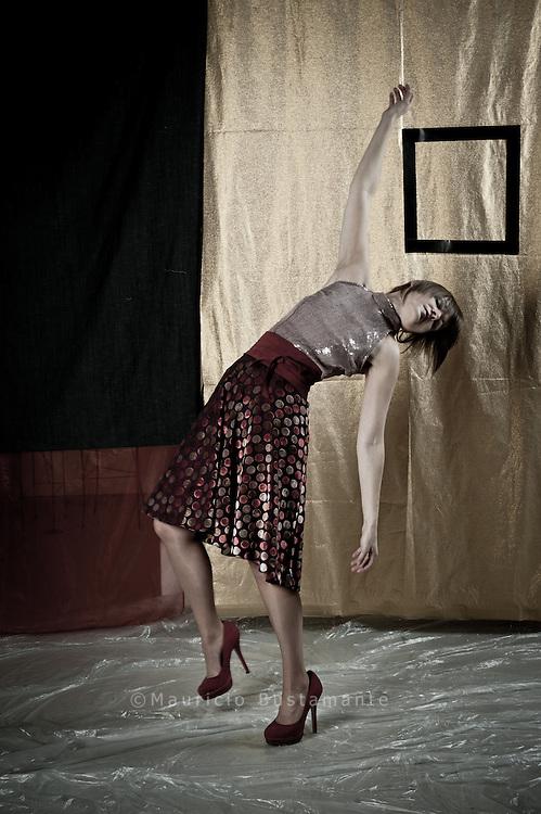 Model: Ju Lin. Anki Allgeyer Visagistin. Kollektion: Julia Vahjen. Paolo Moretto Instalation. Fotoshooting: Mauricio Bustamante.