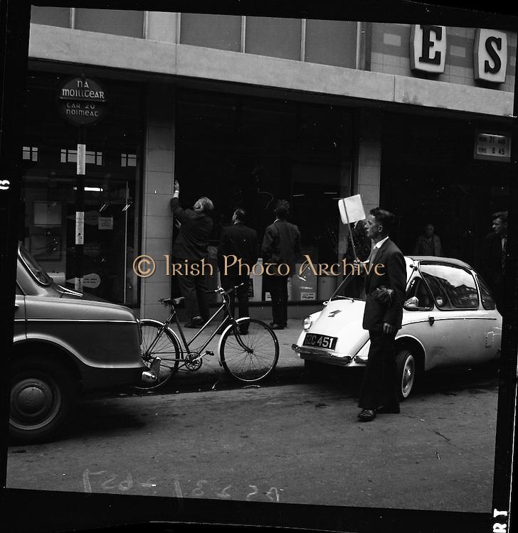 E.S.B. window smashed, Fleet Street, Dublin.<br /> 25.08.1961