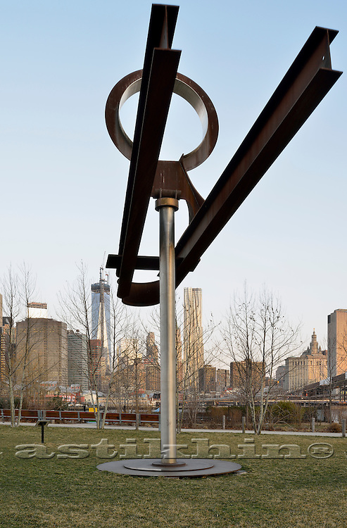 Mark di Suvero's Yoga (1991) on East River.