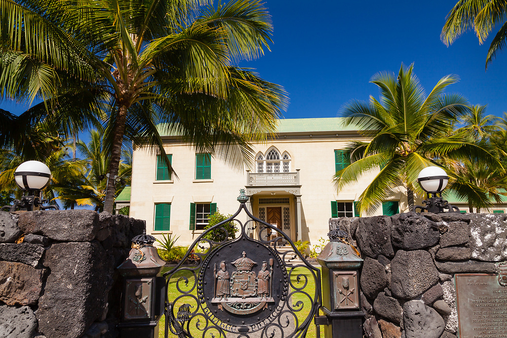 From Ali'i Drive, Hulihe'e Palace used to be a vacation hale of the hawaiian royalty. Now it is a museum run by the Daughters of Hawai'i in Kailua-Kona on the Big Island of Hawai'i.