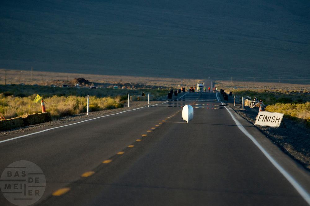 Ellen van Vugt rijdt haar persoonlijk record op de derde racedag van het WHPSC. In de buurt van Battle Mountain, Nevada, strijden van 10 tot en met 15 september 2012 verschillende teams om het wereldrecord fietsen tijdens de World Human Powered Speed Challenge. Het huidige record is 133 km/h.<br /> <br /> Ellen van Vught is riding her personal record at the third day of the WHPSC. Near Battle Mountain, Nevada, several teams are trying to set a new world record cycling at the World Human Powered Speed Challenge from Sept. 10th till Sept. 15th. The current record is 133 km/h.