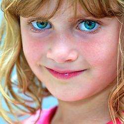 Portrait of a young girl with green eyes. Photographe: Marc Lapointe, Sainte-Thérèse, Blainville, Québec. Studio de photo marclapointephoto.