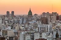 VISTA DE LA CIUDAD DE BUENOS AIRES Y LA CUPULA DEL CONGRESO AL ATARDECER, ARGENTINA (PHOTO © MARCO GUOLI - ALL RIGHTS RESERVED)