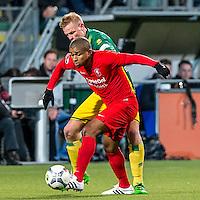 DEN HAAG - ADO Den Haag - FC Twente , Voetbal , Seizoen 2015/2016 , Eredivisie , Kyocera Stadion , 04-03-2016 , FC Twente speler Chinedu Ede (l) in duel met ADO Den Haag speler Tom Beugelsdijk (r)