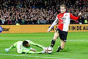 ROTTERDAM - Feyenoord - AZ , Voetbal , Eredivisie, Seizoen 2015/2016 , Stadion de Kuip , 25-10-2015 , Speler van Feyenoord Simon Gustafson (r) komt voor de keeper , AZ keeper Gino Coutinho (l) grijpt naast en veroorzaakt een penalty