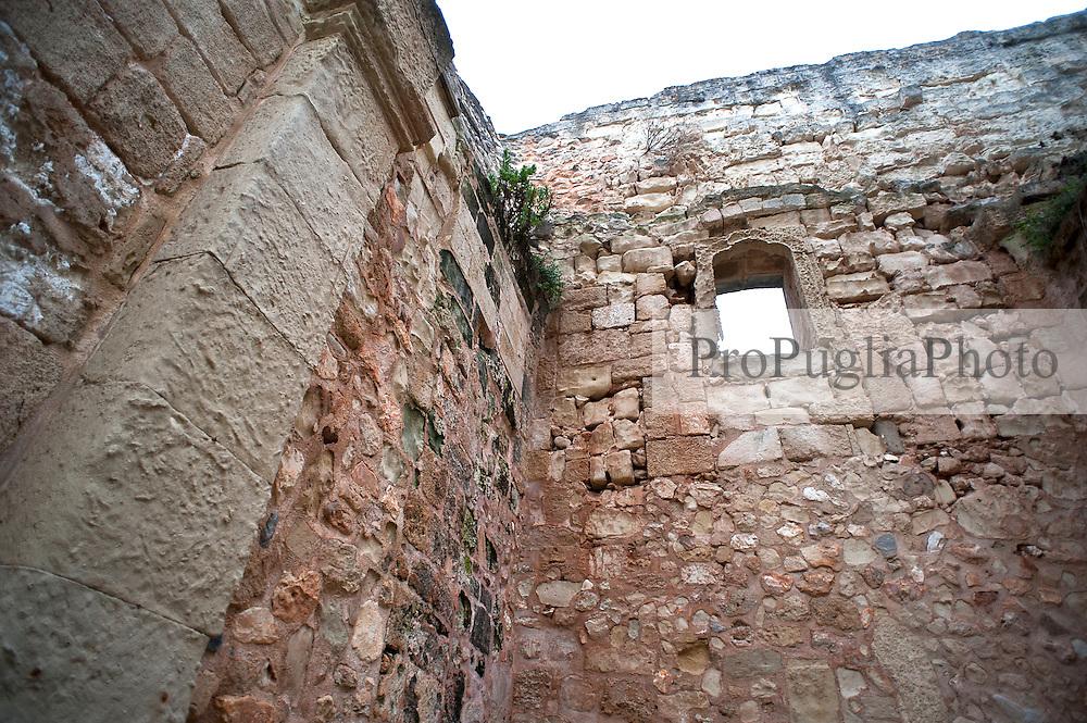 Otranto chiesa della madonna immacolata - Divano di fronte alla porta d ingresso ...