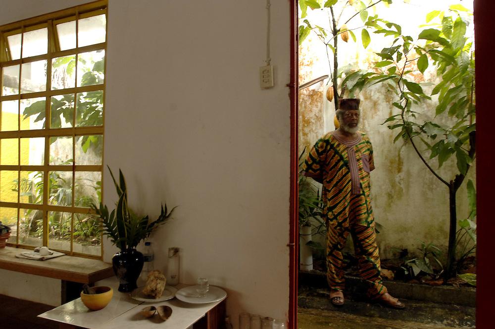 Trinidad and Tobago Painter Leroy Clarke.Trinidad und Tobago Leroy Clarke Maler Kuenstler in Landhaus Portrait Kunst Kultur Malerei Bevoelkerung Karibik 08.12.2005; QF Trinidad und Tobago Karibik Kunst Malerei der Maler Leroy Clarke in seinem Landhaus in Trinidad s noerdlichem Gebirgzug.Leroy Clarke gilt als einer der besten zeitgenoessischen Kuenstler in Trinidad und Tobago. Er ist einer von nur zwei Kuenstlern der Nation denen je der Titel Meister Kuenstler vom National Museum Trinidad und Tobago s verliehen wurden. Die Orisha Gemeindeverlieh ihm den Titel Chief Ifa Oje Won Yomi Abiodun English Trinidad and Tobago Caribbean West Indies art painting painter the artist Leroy Clarke in his country house in the mountains of TrinidadÉs Northern Range. Leroy Clarke is considered to be one of the best contemporary artists of Trinidad and Tobago. He is one of only two artists (next to the Sculptor Dr. Raph Baney) named Master ArtistÉ by the National Museum and Art Gallery of Trinidad and Tobago. He was also awarded the title Chief Ifa Oje Won Yomi AbiodunÉ by the Orisha Community. (Farbtechnik sRGB 34.94 MByte vorhanden) Geography / Travel Südamerika Karibik Trinidad Tobago