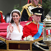 KATE MIDDLETON AND PRINCE WILLIAM AFTER THEY WERE MARRIED. ON THEIR WAY BAK TO BUCKINGHAM PALACE.