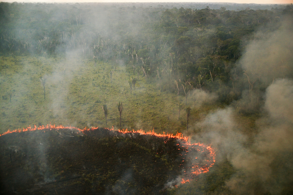 December 6, 2003. Fires are set to clear the rain forest jungle for soy plantations around Santarem, Para State, Brazil. ©Daniel Beltra