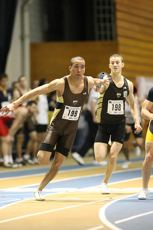 Windsor, Ontario ---13/03/09--- Kris Geyson of  the University of Manitoba competes in the 4 X 200 meter relay at the CIS track and field championships in Windsor, Ontario, March 13, 2009..GEOFF ROBINS Mundo Sport Images