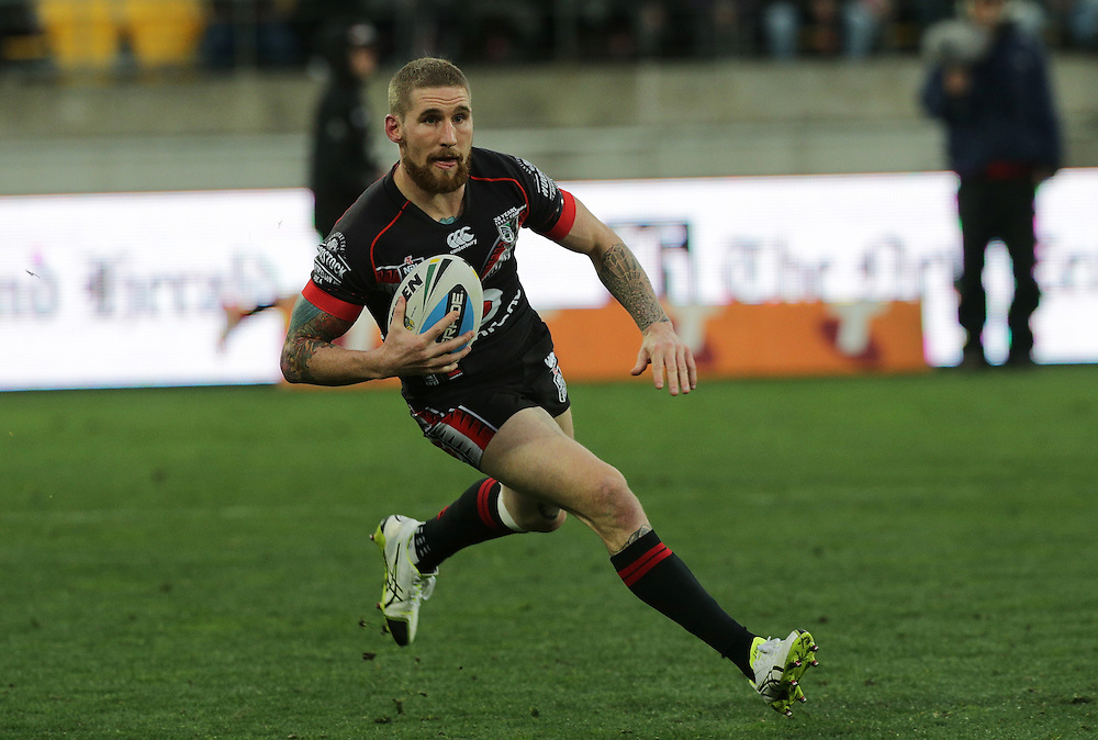 Sam Tomkins of the New Zealand Warriors makes a run against the Dragons during their round 22 NRL match at Westpac  Stadium, Wellington on  Saturday, August 08, 2015. Credit: SNPA / David Rowland